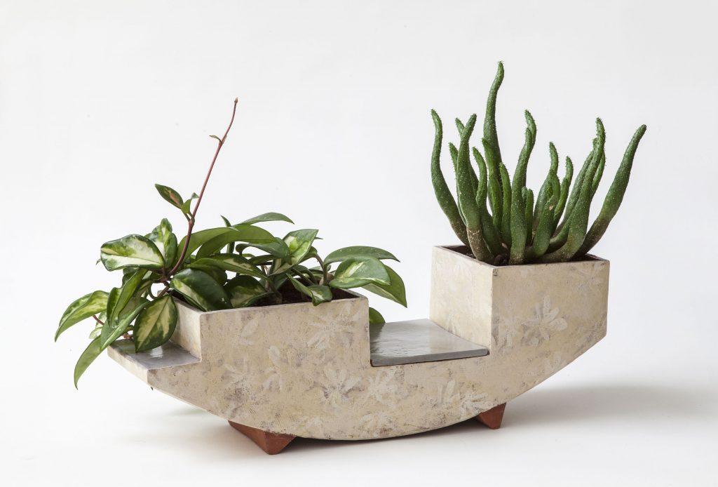 Plantekrukke Jeg arbejder for tiden bl.a.på plantekrukker til udstilling med gruppen Atrium i Huset i Asnæs. Fernisering 21 April.